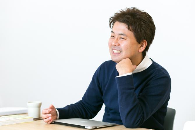 西澤 明洋 ブランディングデザイナー 1976年滋賀県生まれ。株式会社エイトブランディングデザイン代表。「ブランディングデザインで日本を元気にする」というコンセプトのもと、企業のブランド開発、商品開発、店舗開発など幅広いジャンルでのデザイン活動を行っている。「フォーカスRPCD®」という独自のデザイン開発手法により、リサーチからプランニング、コンセプト開発まで含めた、一貫性のあるブランディングデザインを数多く手がける。著書に『ブランドをデザインする!』(パイ インターナショナル)など。
