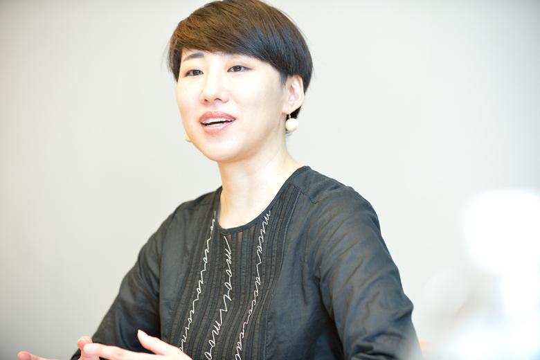 関本明子(株式会社ドラフト) アートディレクター。東京藝術大学大学院修了。ブランドの立ち上げから、ブランディング、広告、CI、パッケージデザイン、商品開発など幅広く活動