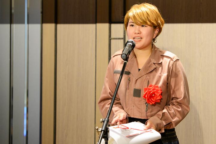 土井彩香(写真左):1989年生まれ。2015年に多摩美術大学美術学部彫刻学科を卒業、2017年に東京藝術大学大学院美術研究科修士課程を修了。現在は東京藝術大学大学院美術研究科研究生彫刻専攻に在籍