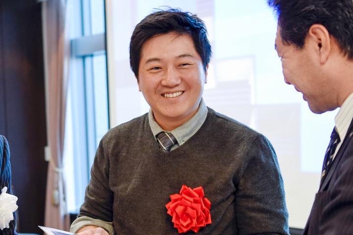 金俊来(写真中央):1979年生まれ。2007年に韓国の建国大学絵画学部を卒業、2015年に京都市立芸術大学大学院を修了。現在は京都市立芸術大学大学院美術研究科博士課程漆工専攻に在籍
