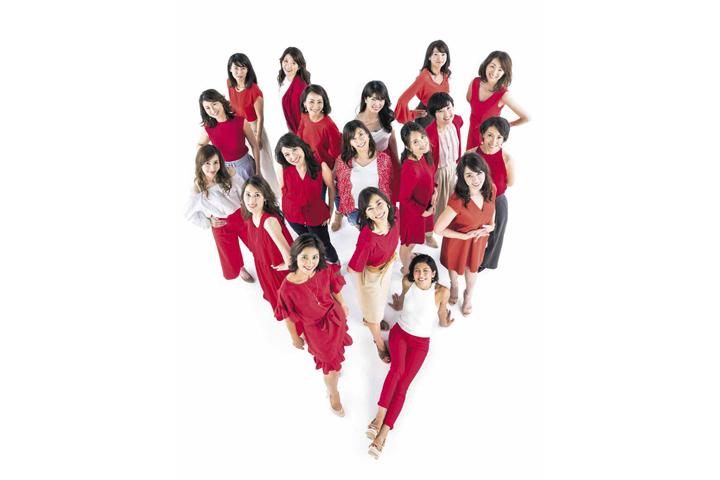 第8回国民的美魔女コンテスト ファイナリストの18名(「美ST」プレスリリースより)