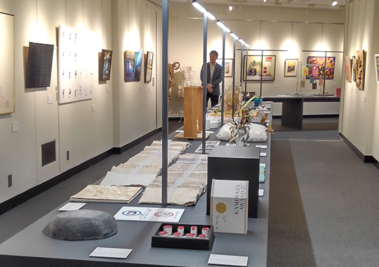 紙わざ大賞27 入賞作品展 会場風景 平面、立体とも力作が揃っている