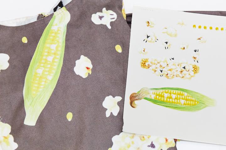 アトリエサーカス第10回 merlot コンテストテーマ「夏野菜の動物さん」最優秀賞作品。写真左は商品化されたテキスタイル、右は原画