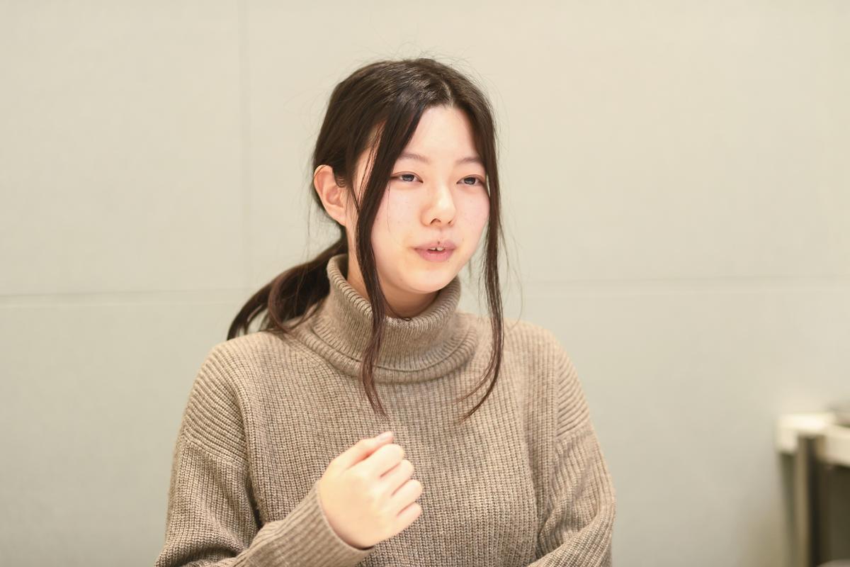 画像:インタビューを受ける金子華絵さん