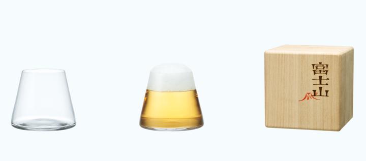画像:左から、富士山グラス 商品(空)・商品(ビールを注いだ状態)・パッケージ(豪華な桐箱)