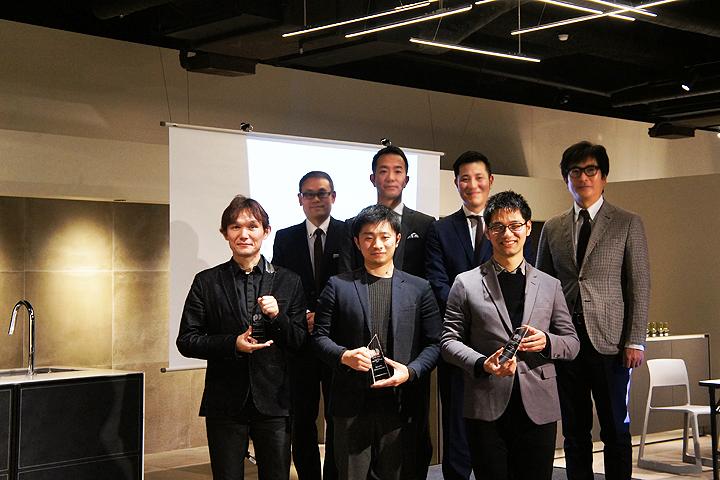 画像:サンワカンパニーデザインアワード プロダクトデザイン部門の受賞者3名と審査員5名
