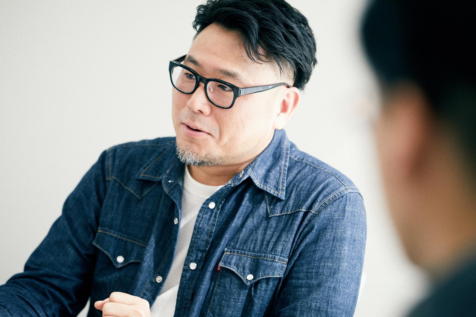 インタビューに応じる11th『シヤチハタ・ニュープロダクト・デザイン・コンペティション』準グランプリ明間さん