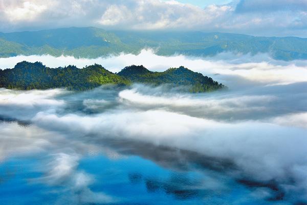 湖上の雲海